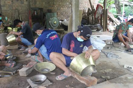 Studio Visit  Gongso Mulyo, Pengrajin Gamelan di Mangiran