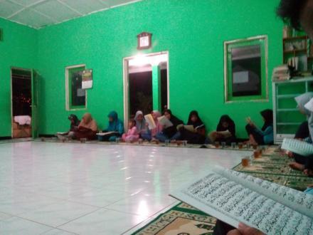 Khataman Quran Peringati Nuzulul Quran Dusun Gunungsaren Lor