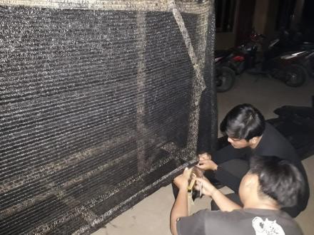 Pembuatan Mini Greenhouse Oleh KKN UMY 030