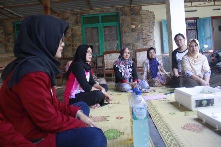 Pelatihan Pemindahan bibit Sayuran Kangkung dan Pakcoy RT 114 Dusun Cagunan