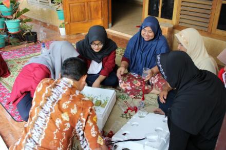 Pelatihan Pemindahan Bibit Sayuran Kangkung dan Pakcoy RT 117 dan RT 118 Dusun Cagunan