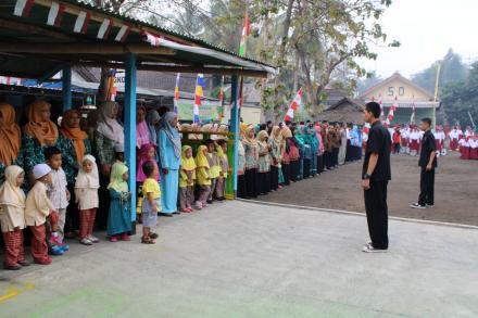 Upacara 17 Agustus di Lapangan Mayongan Menyambut Hari Ulang Tahun Ke-74 Republik Indonesia