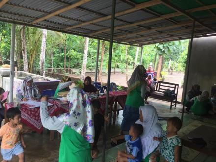 Kegiatan Posyandu di Desa Trimurti Dusun Saren Lor bersama Kelompok KKN 127