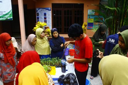 Penyuluhan Dan Pengenalan Hidroponik Bersama Kelompok Wanita Tani  Puluhan Lor