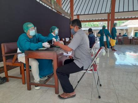 Ratusan Calon KPPS Desa Trimurti Ikuti Pemeriksaan Kesehatan