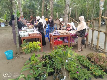 Bhabinkamtibmas Desa Trimurti Pantau Acara Destinasi Wisata di Dusun Bendo