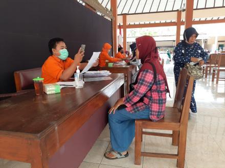 Penyaluran Bantuan Sosial Tunai (BST) Tahap VII Desa Trimurti