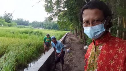 Padat Karya Tunai dengan Pembangunan Talud Puron