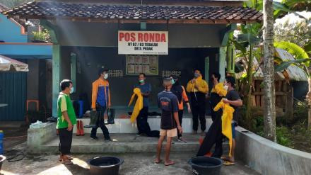 Satgas Dusun Pedak Lakukan Spraying Disinfektan