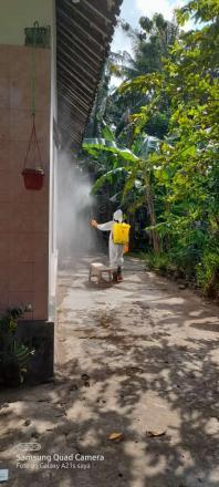 Spraying Desinfektan Oleh Satgas Dusun Puluhan Kidul