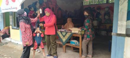 Pelaksanaan Posyandu Dusun Puluhan Kidul
